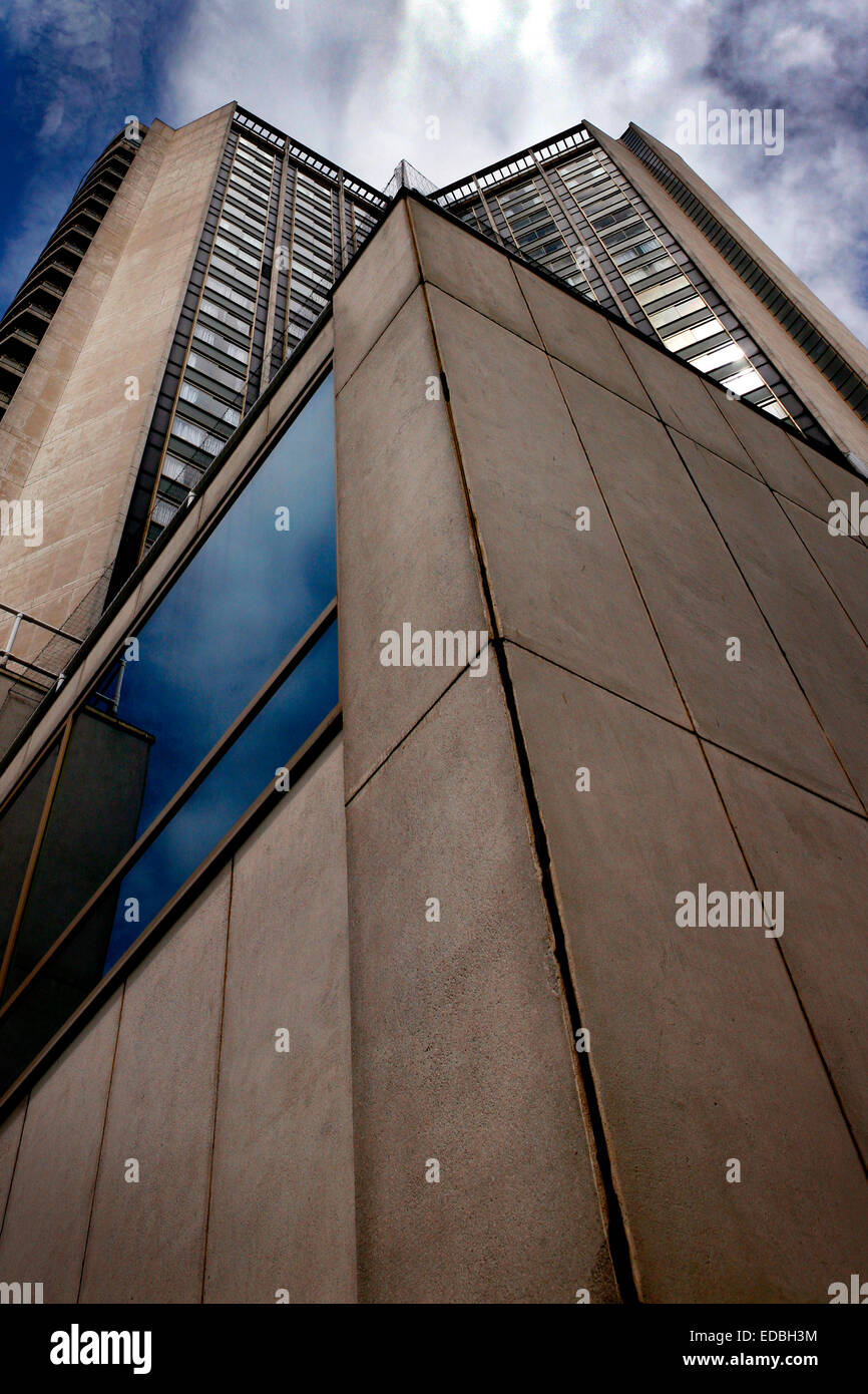 The '70's style concrete twin towers of the Hilton Hotel on Park Lane, London. - Stock Image
