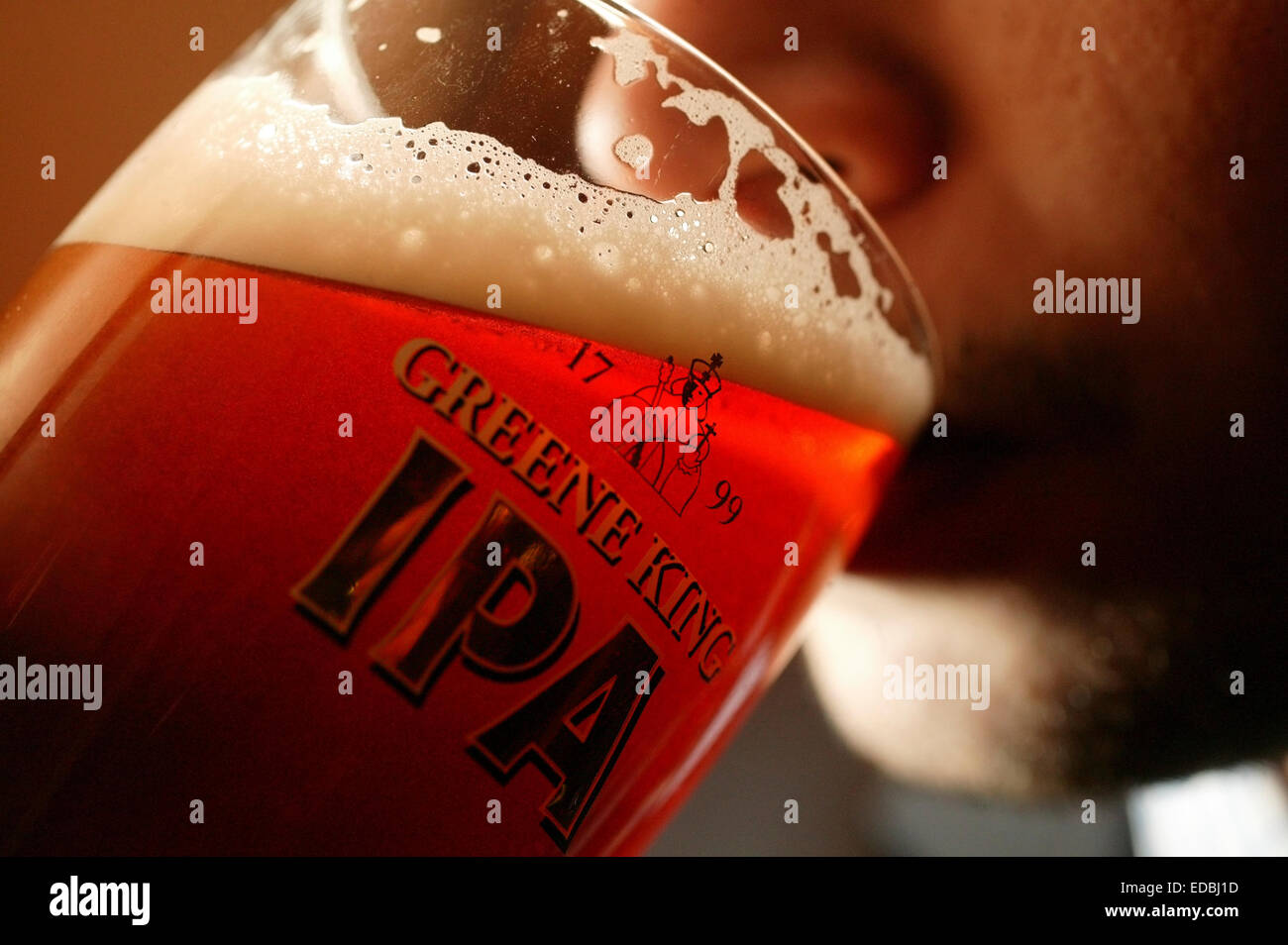 Picture shows a pint of Greene King IPA being served at a London pub. - Stock Image