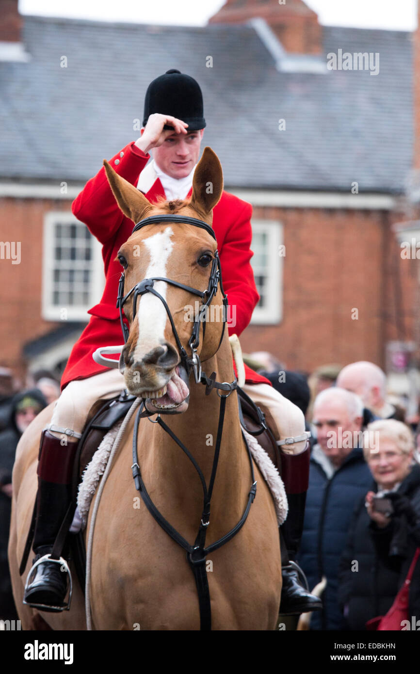 The annual Boxing Day Hunt taking place in Market Bosworth, Leicestershire. Pictured, a huntsman acknowledges the - Stock Image
