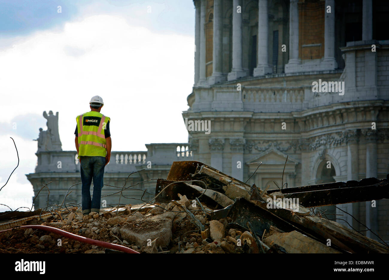 Mc Gee Builders work in the City, with the View of St Pauls Cathederal - Stock Image