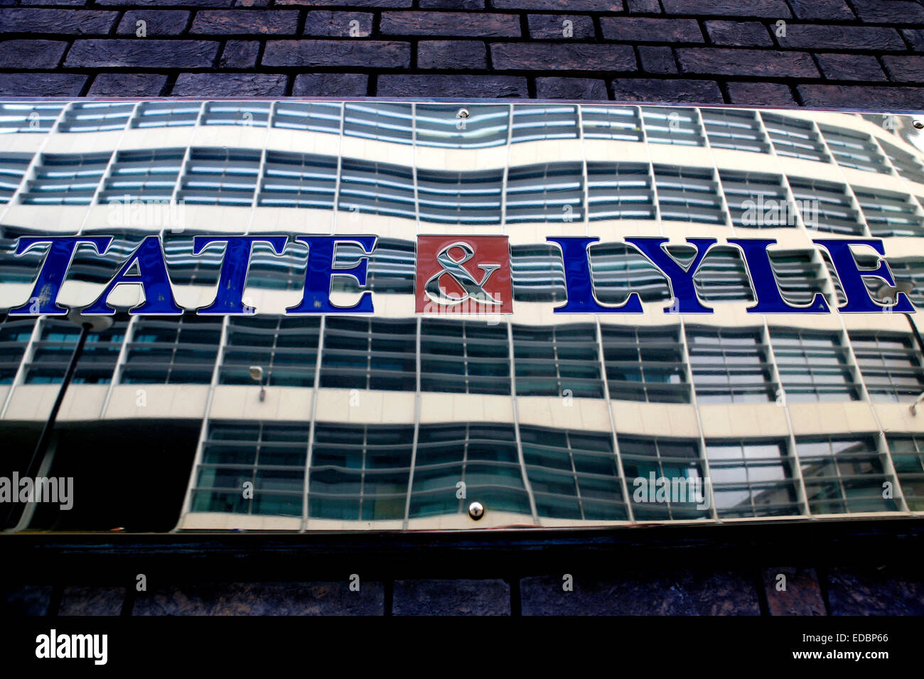 The logo of Tate & Lyle on the fascade of the company's office building on Lower Thames Street, London. - Stock Image