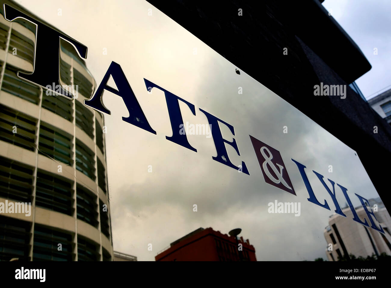 The logo of Tate & Lyle on the fascade of the company's office building on Lower Thames Street, London - Stock Image