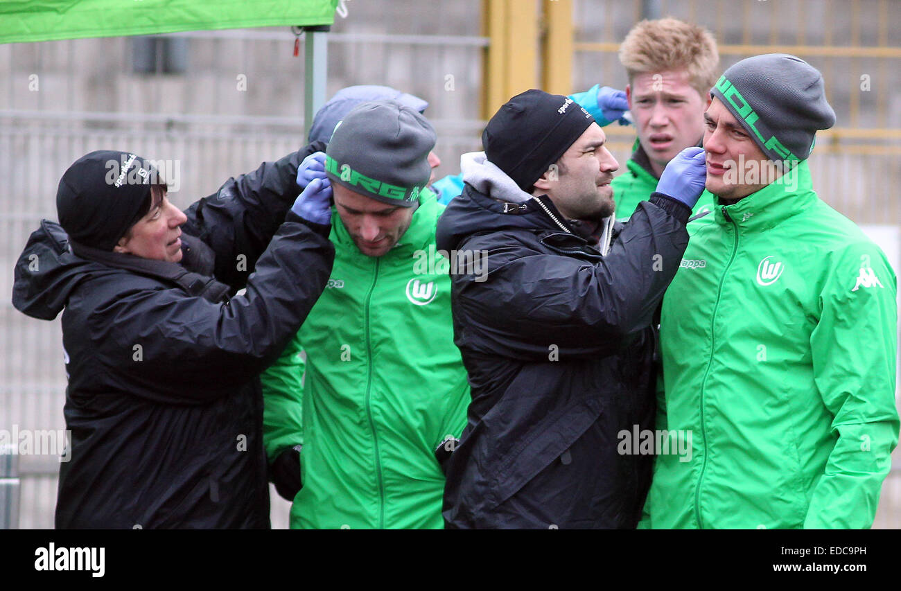 Wolfsburg's Christian Traesch (2nd from L), Kevin De Bruyne (2nd from R) and Marcel Schaefer (R) give blood - Stock Image