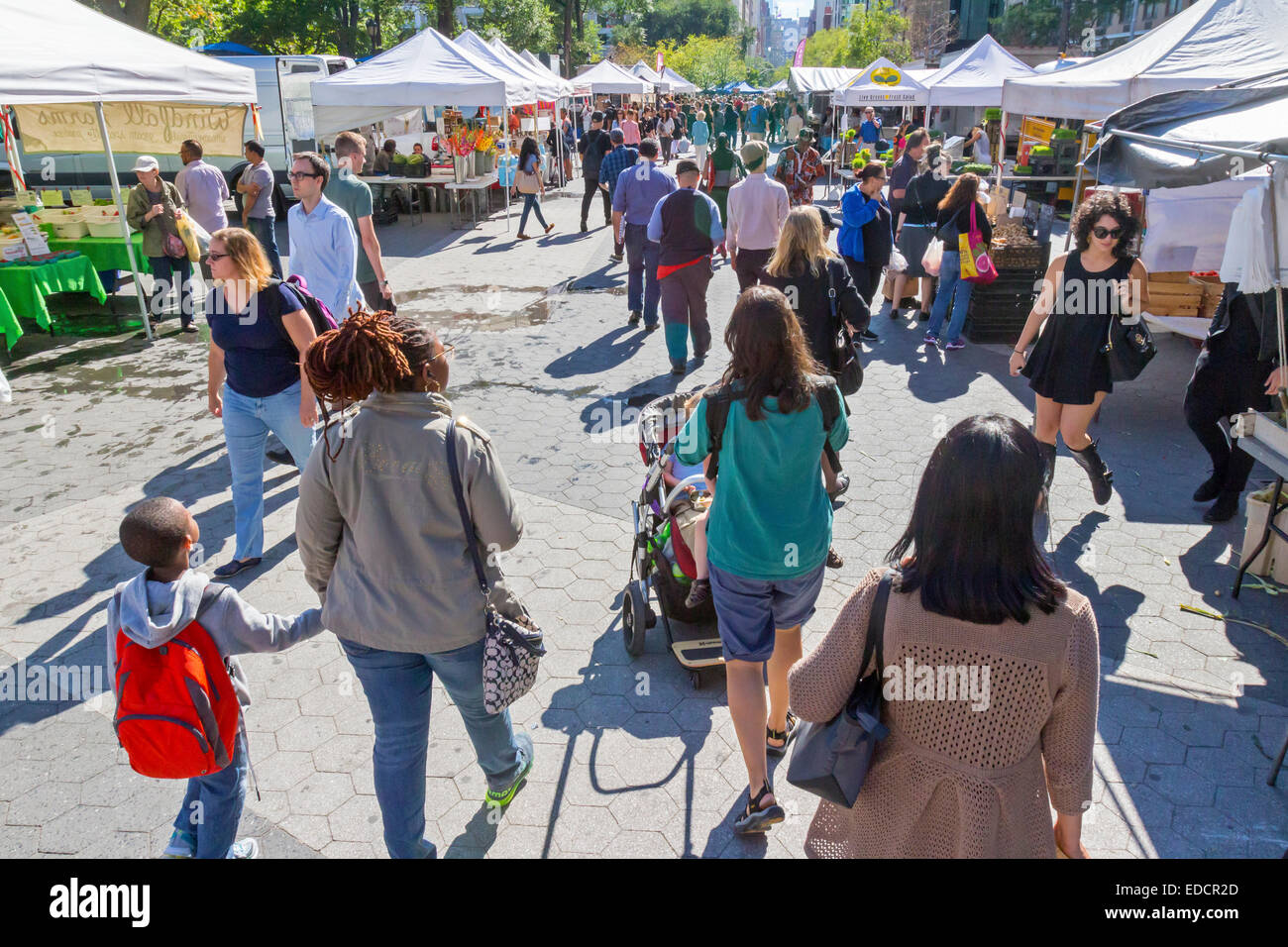 Shoppers walking in the farmer's market in Union Square, New York City. - Stock Image
