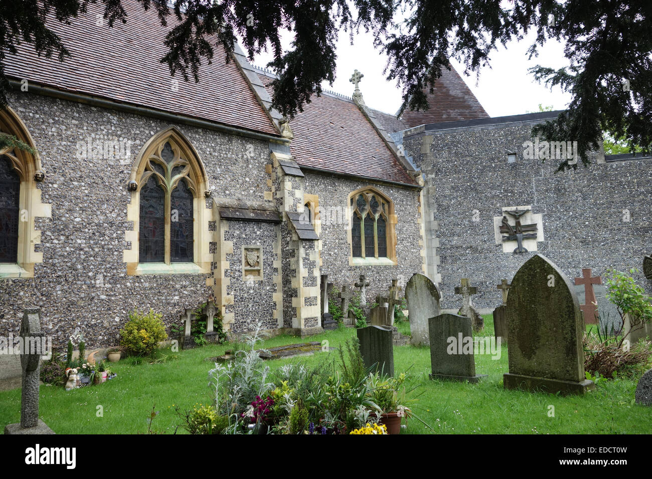 Marlow (historically Great Marlow or Chipping Marlow) is a town andcivil parish within Wycombe district in south Stock Photo