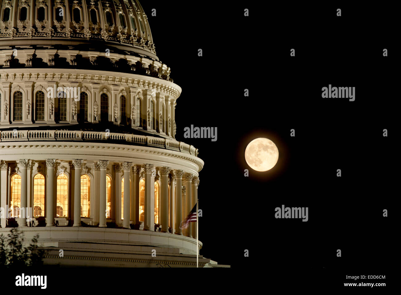 U.S. Capitol building with full moon - Stock Image