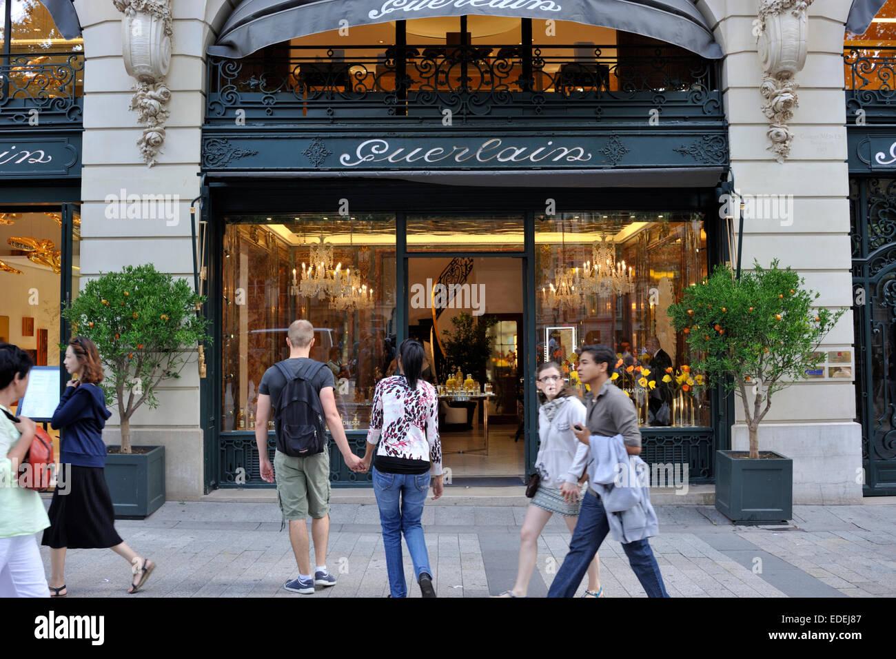 In The Avenue Des Champs Elys 233 Es Paris Stock Photos Amp In