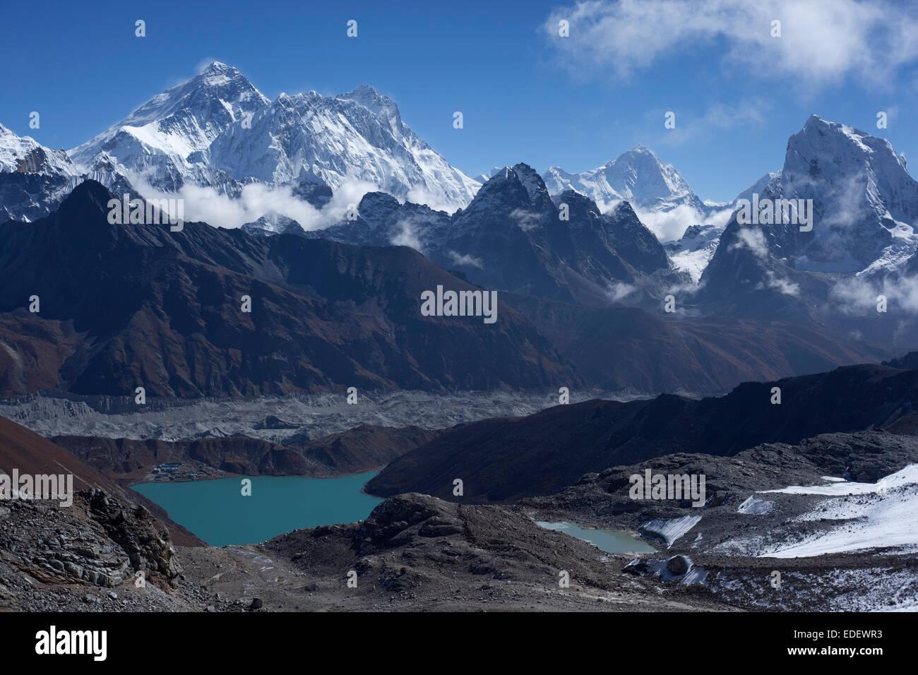 Mount Everest from Renja La Pass, Sagarmatha National Park, Nepal. - Stock Image