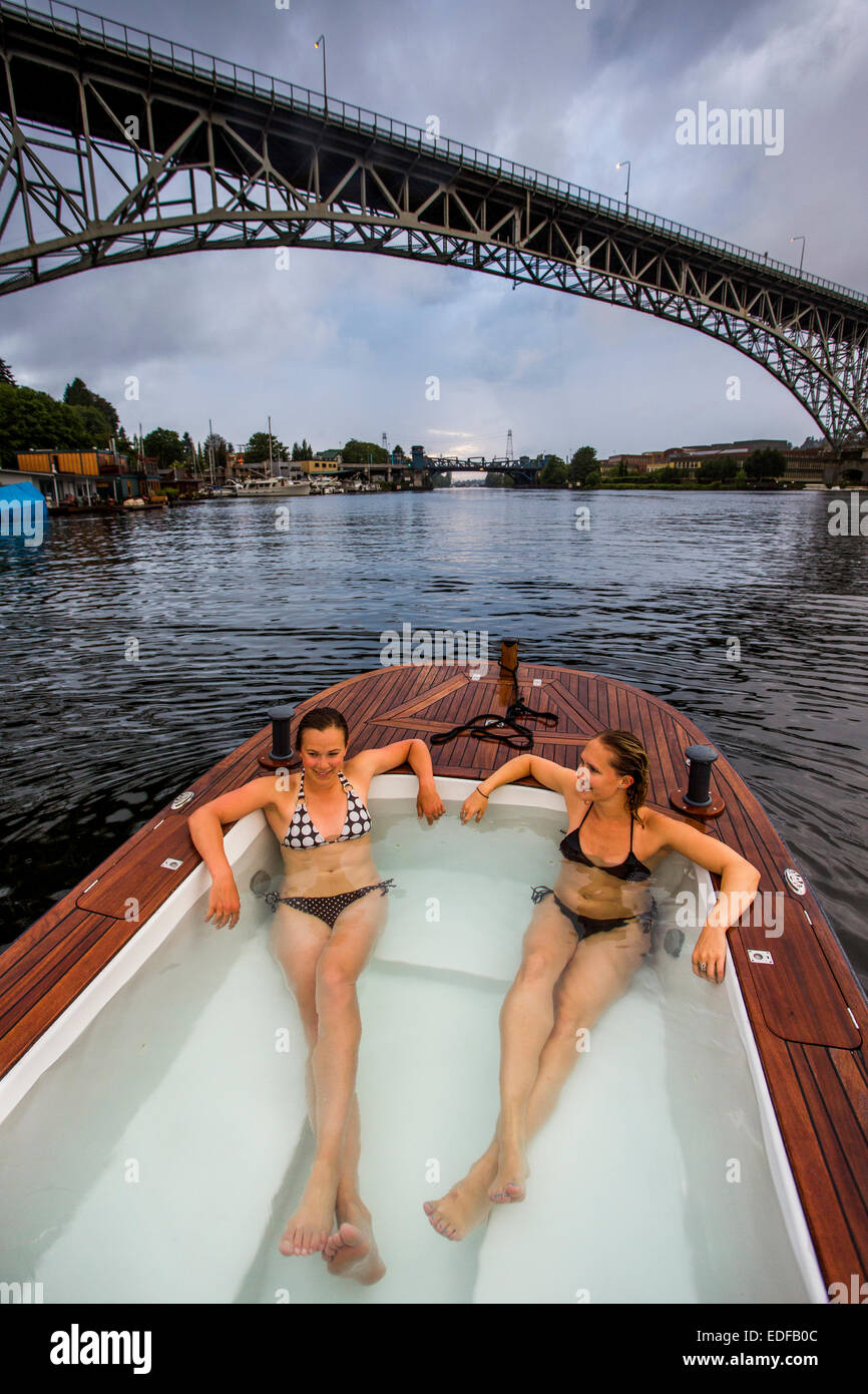 Hot Tub Boat >> Two Young Women Enjoy A Hot Tub Boat In Lake Union Of Seattle Stock