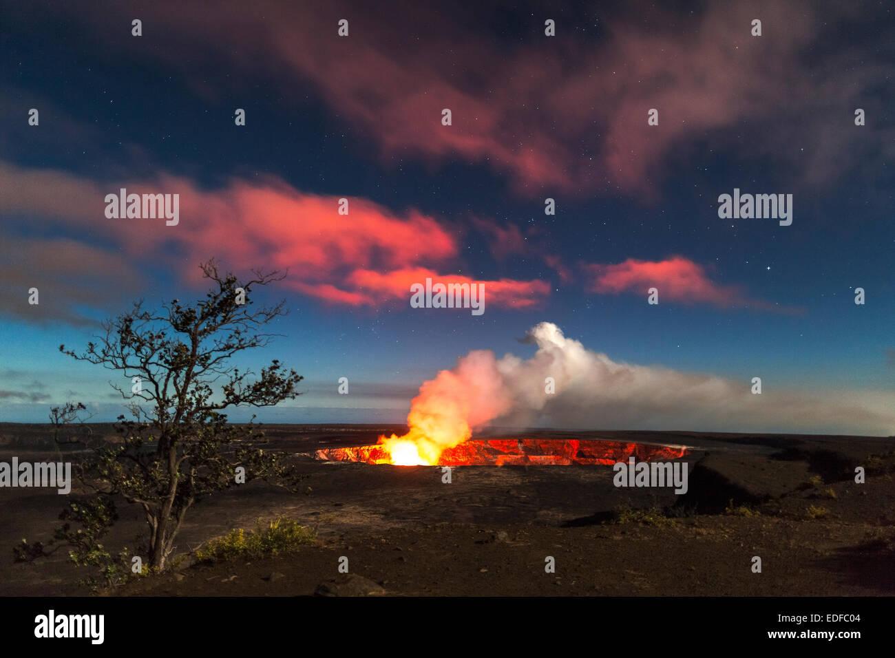 Halema`uma`u Crater, Kilauea Volcano, Hawai`i Volcanoes National Park, Hawai`i - Stock Image
