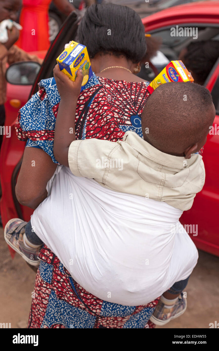 African woman and baby, Accra, Ghana, Africa - Stock Image