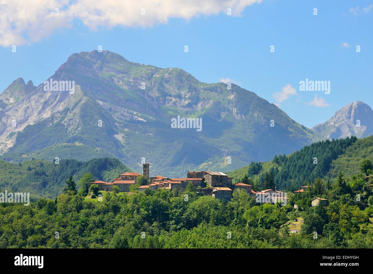 Landscape in the Apuan Alps, near San Michele, Garfagnana, Province of Lucca, Tuscany, Italy - Stock Image