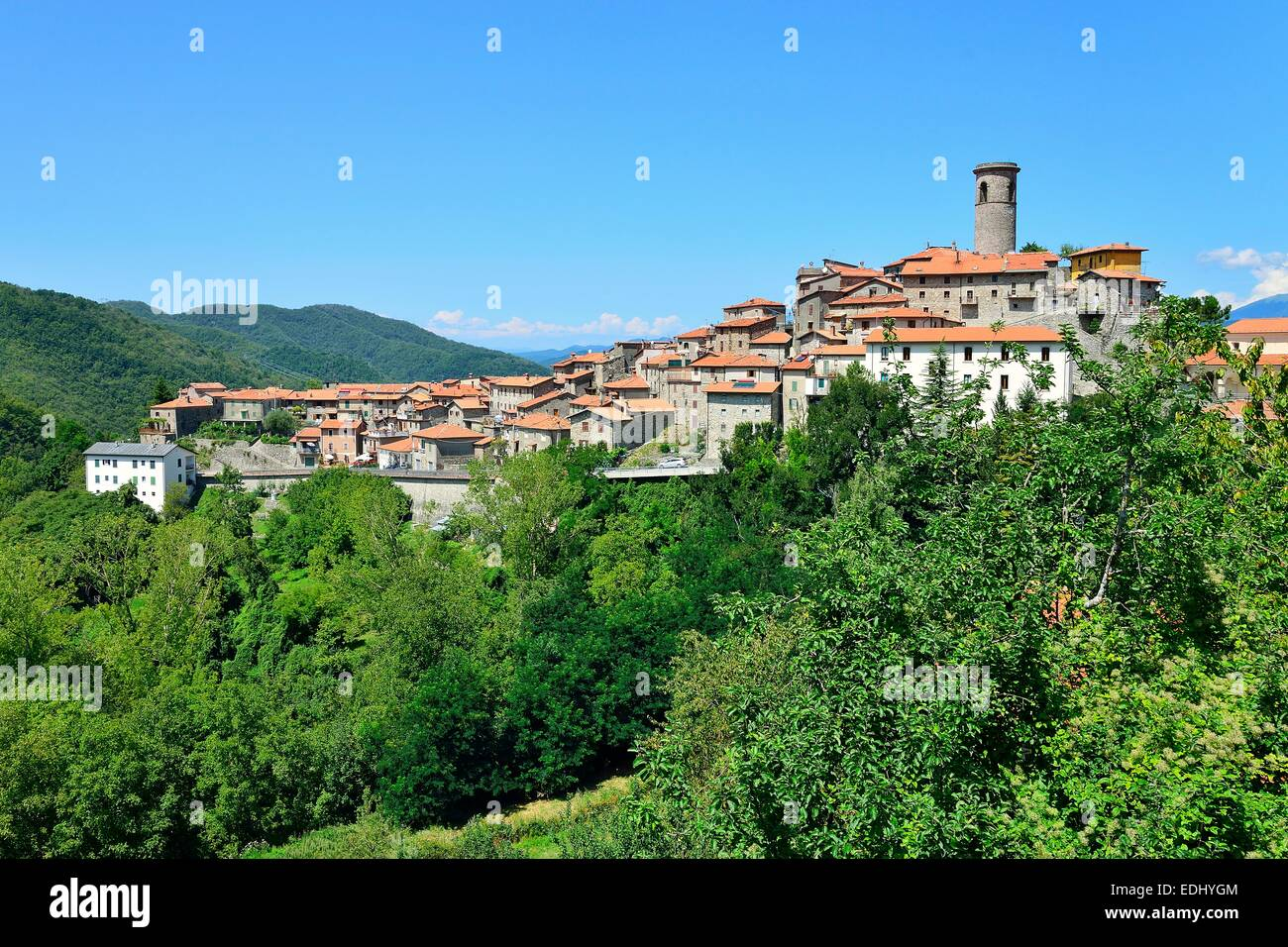The mountain village of Minucciano in the Apuan Alps, Garfagnana, Province of Lucca, Tuscany, Italy - Stock Image