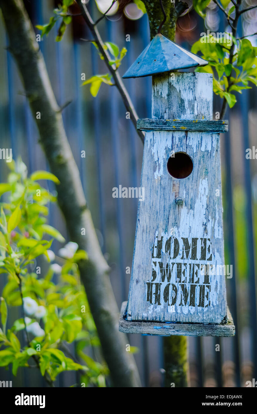 Rustic Bird House With Home Sweet Home - Stock Image