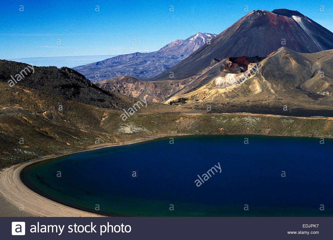 Ngauruhoe volcano and lake. Tongarori National Park, North island. - Stock Image
