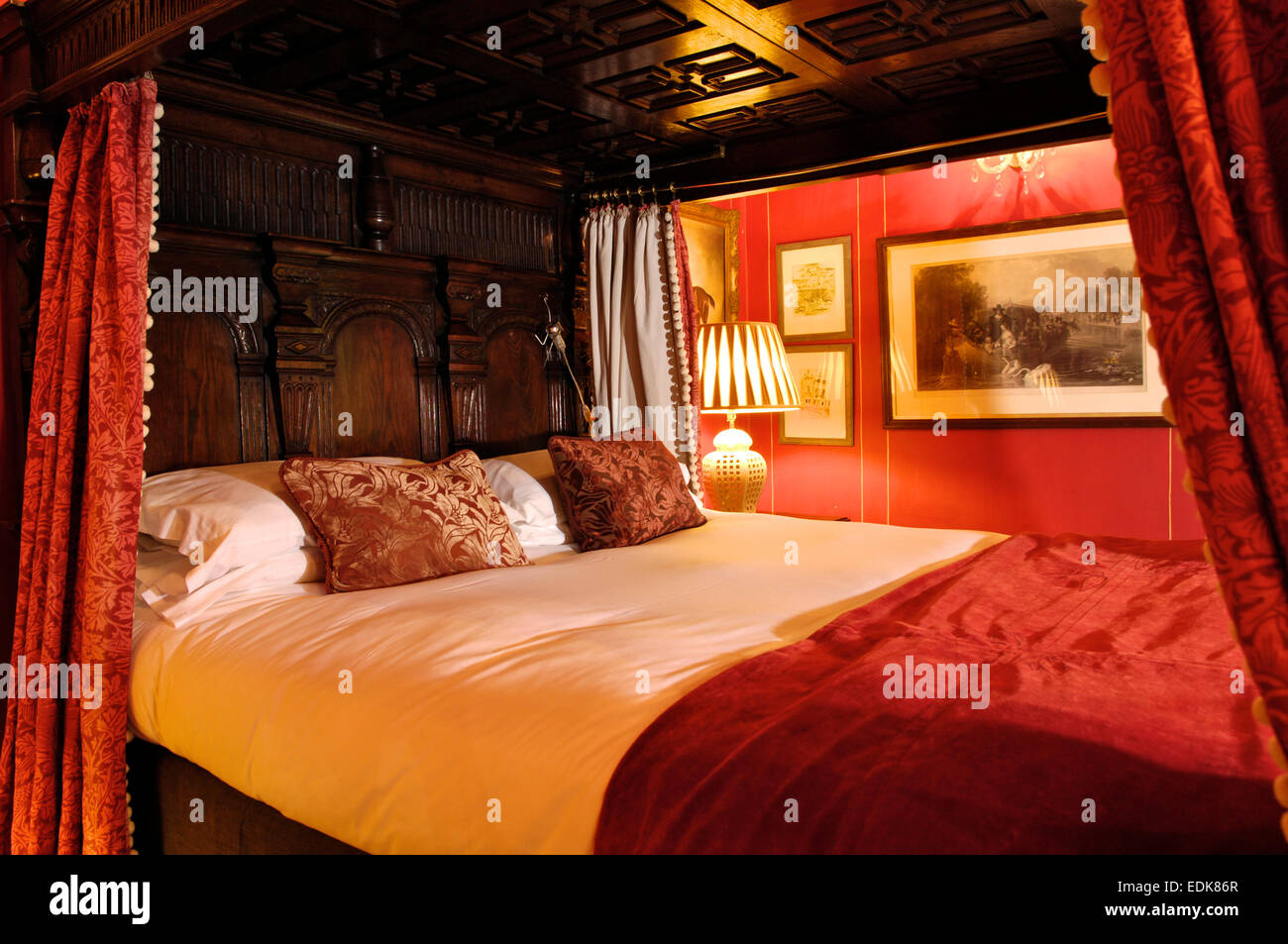 Four poster bed, Strattons Hotel, - Stock Image