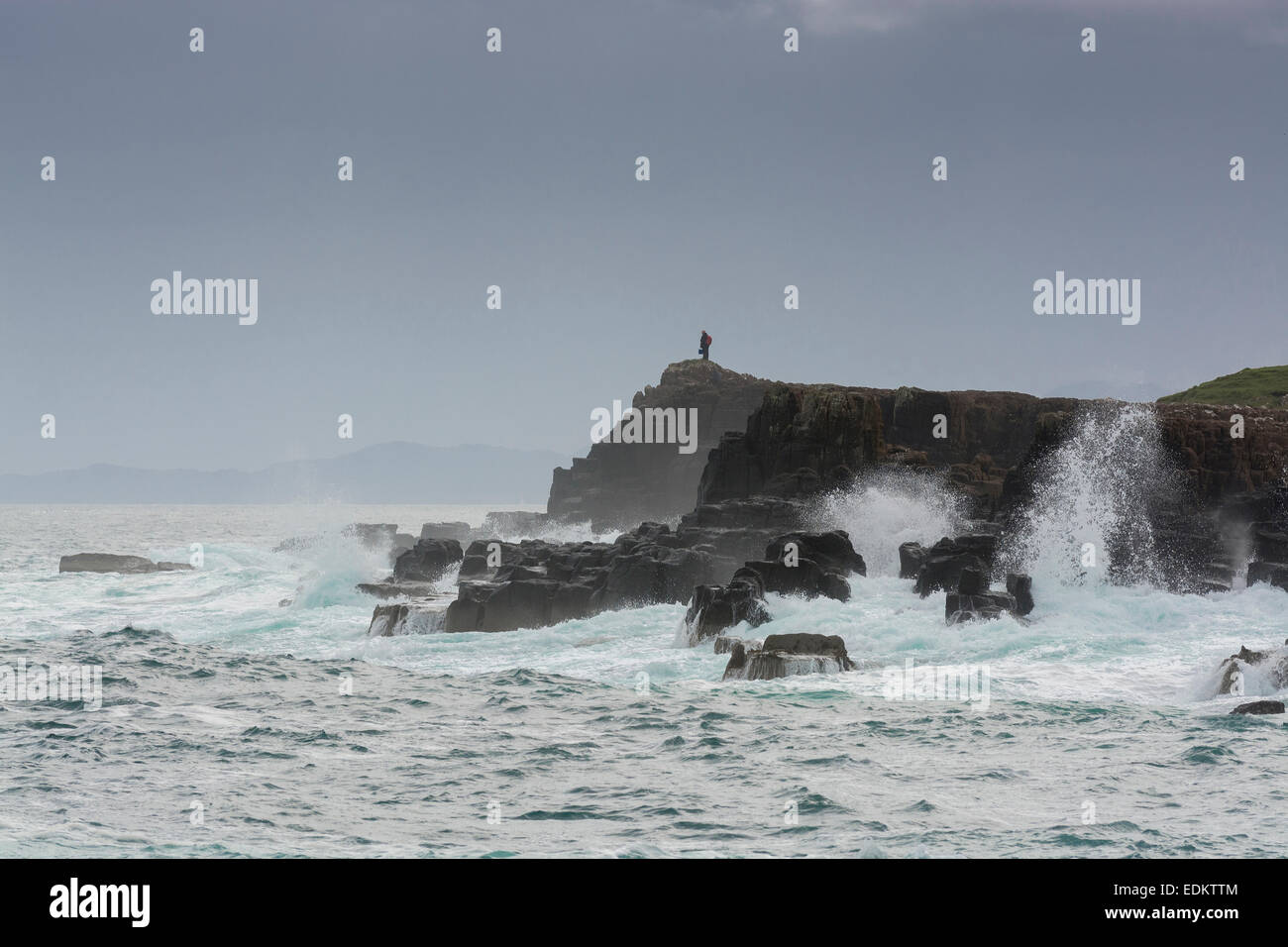 staffin rocks surf waves crashing spume headland bay Stock Photo