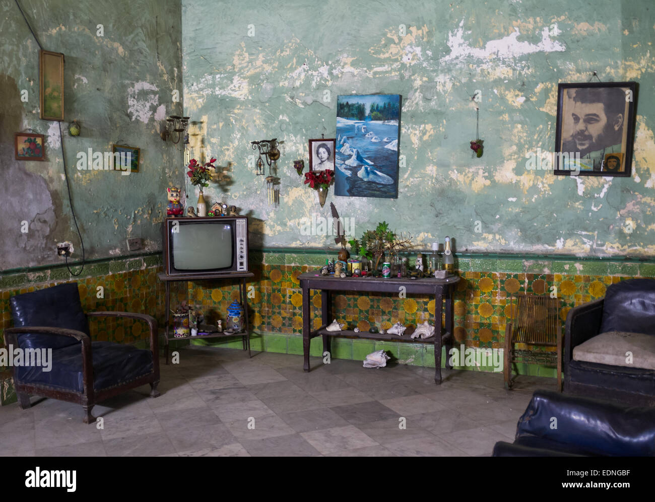 Cuba Street Archive. Living room scene in Cuban home. - Stock Image