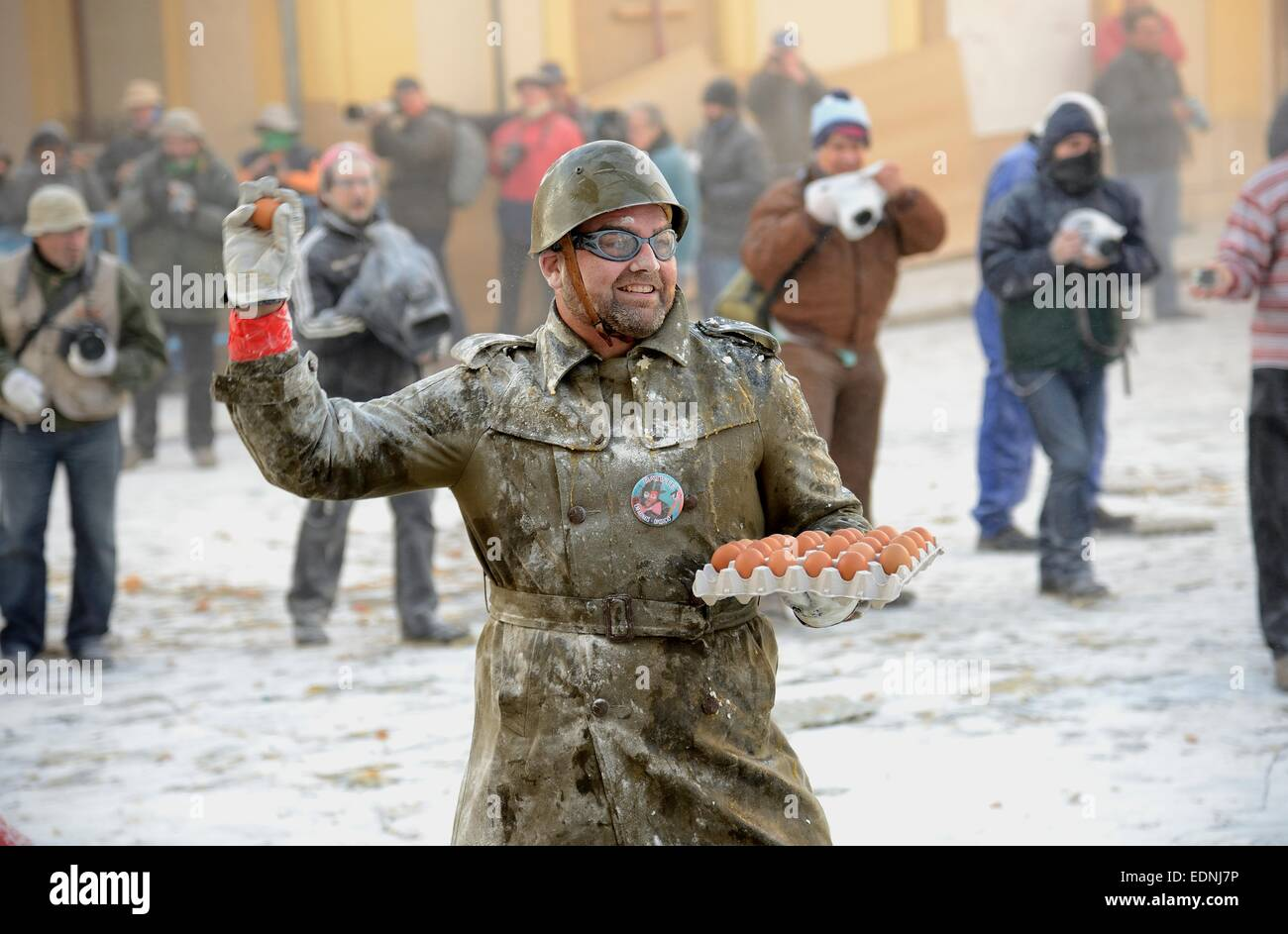 Els Enfarinats flour fight, rebels, armed with flour, eggs and firecrackers, take over the regiment of the city - Stock Image