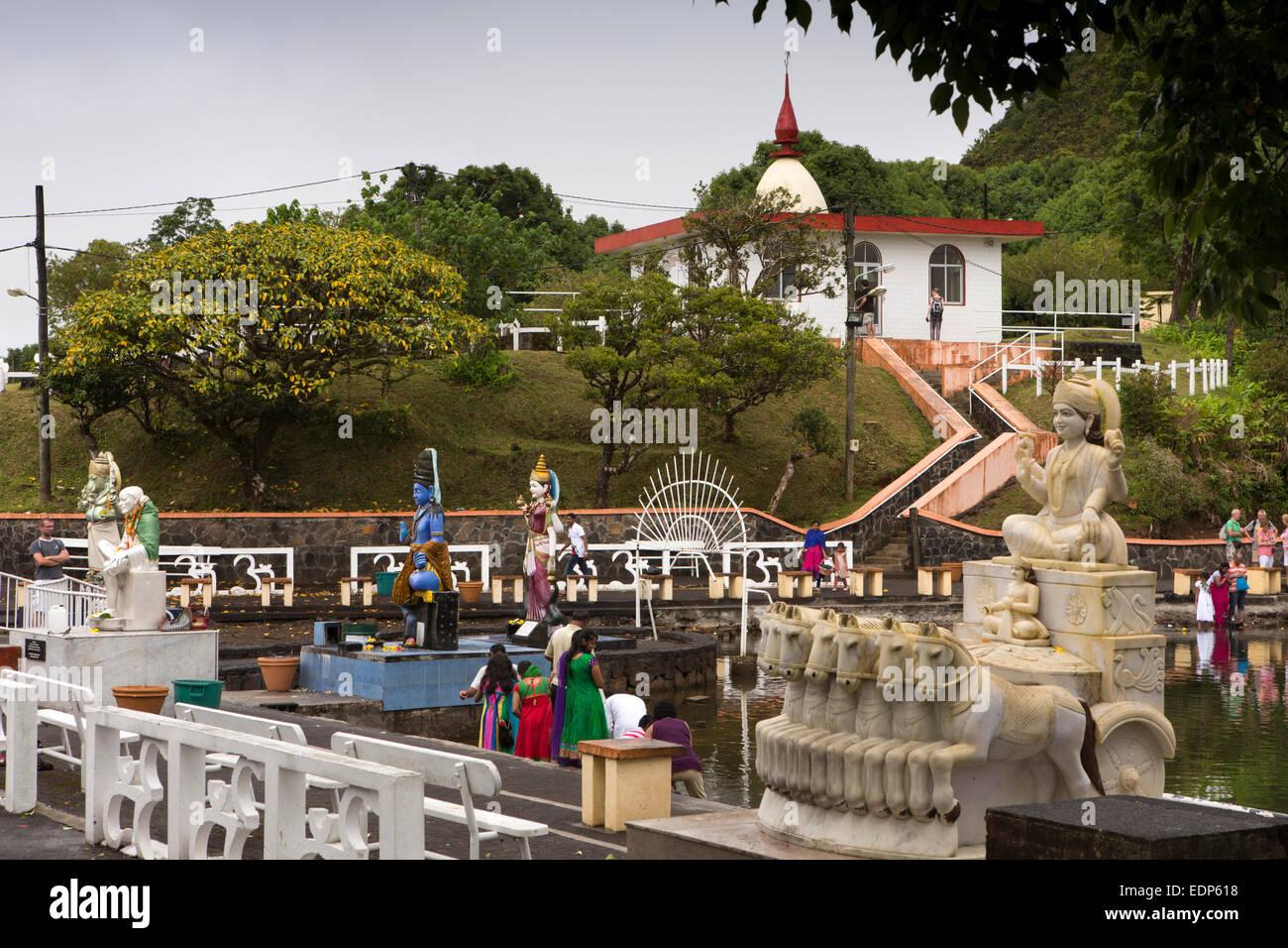 Mauritius, Grand Bassin, Ganga Talao sacred lake temple, Hindu statues on shore - Stock Image