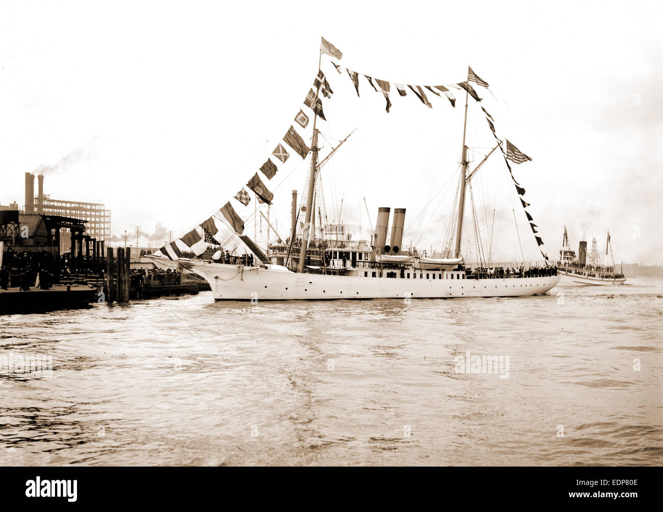 Mardi Gras, New Orleans, U.S.S.S. sic Galveston with Rex, Galveston (Cruiser), Cruisers (Warships), American, Carnival - Stock Image