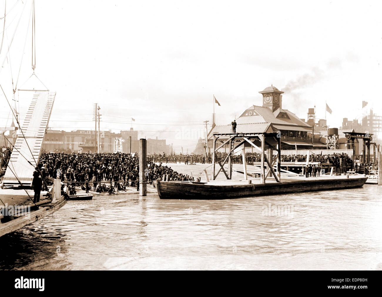Mardi Gras, New Orleans, awaiting Rex on the levee, Piers & wharves, Carnival, United States, Louisiana, New - Stock Image