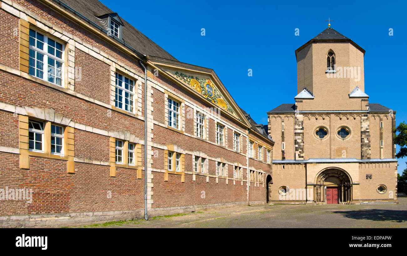 Moenchengladbach, North Rhein Westphalia, Germany. Munster (Benedictine Abbey; 13thC) and rear facade of the Town - Stock Image