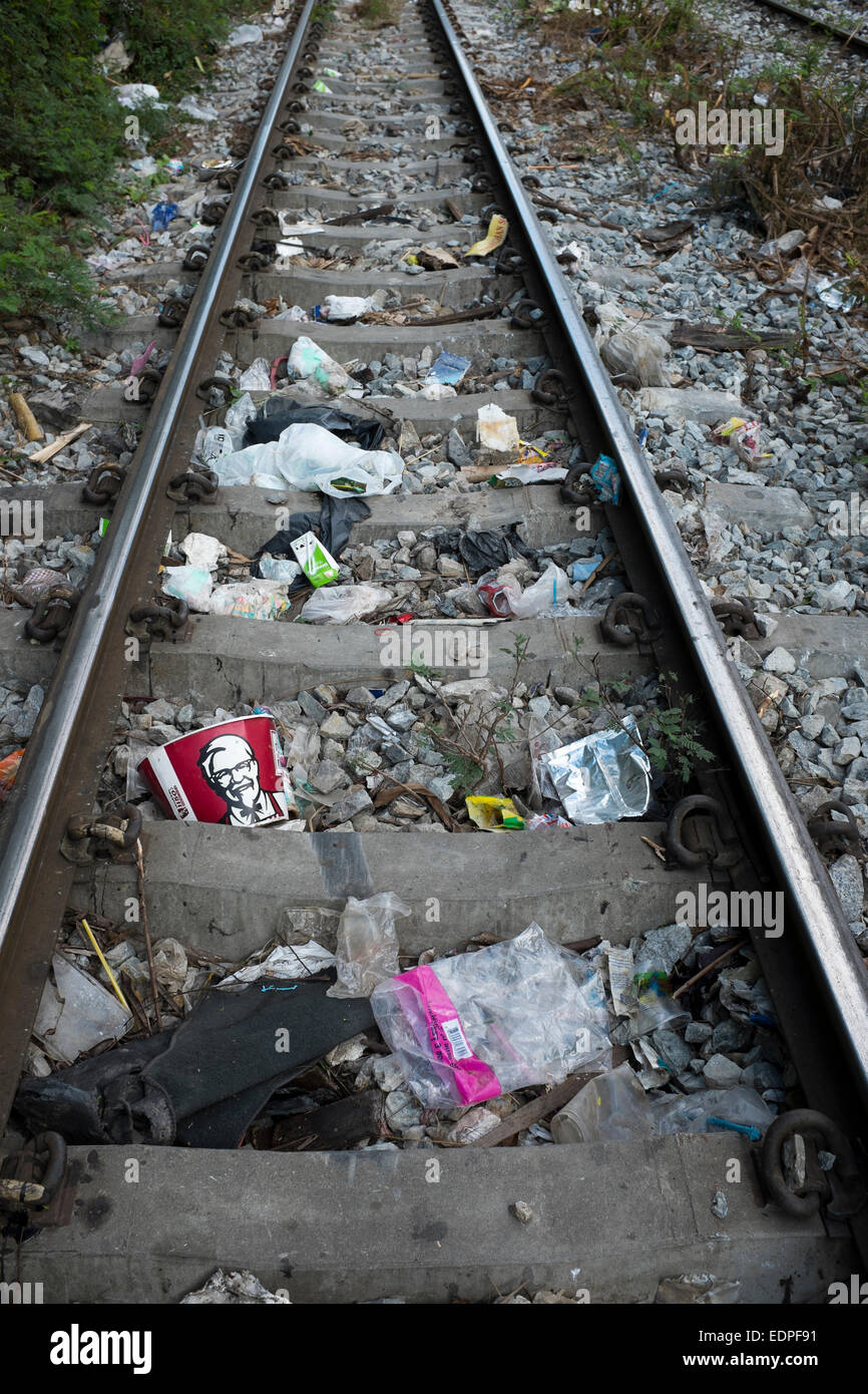 Trash or Rubbish along the railway lines in Downtown Bangkok - Stock Image