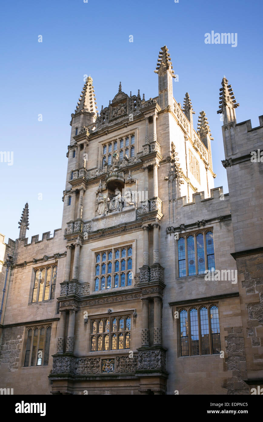 Building architecture sculptures and spires in Schools Quadrangle, Bodleian Library, Oxford England - Stock Image