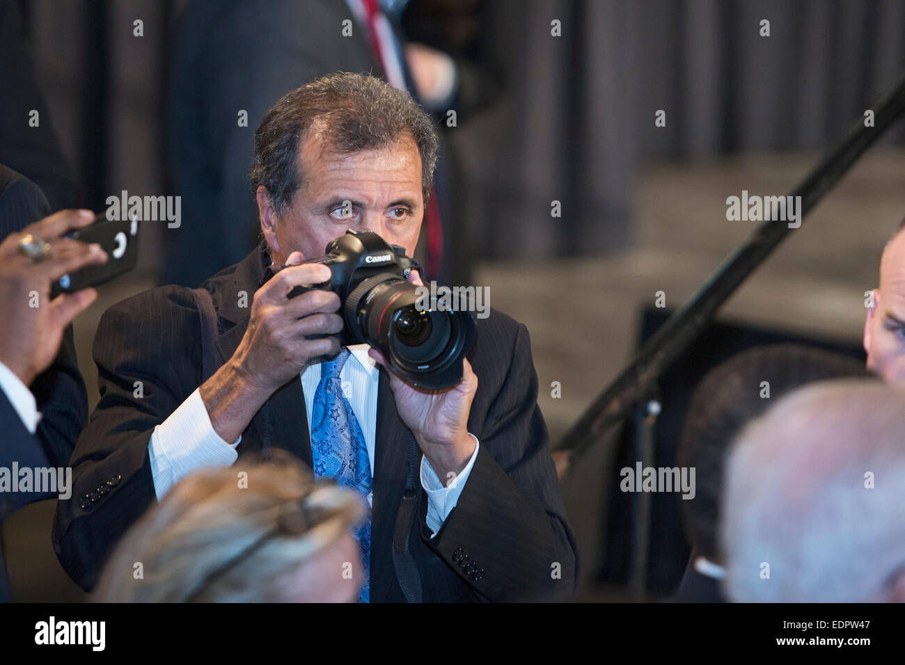 Wayne, Michigan - White House photographer Pete Souza at work during an appearance by President Obama at Ford's - Stock Image
