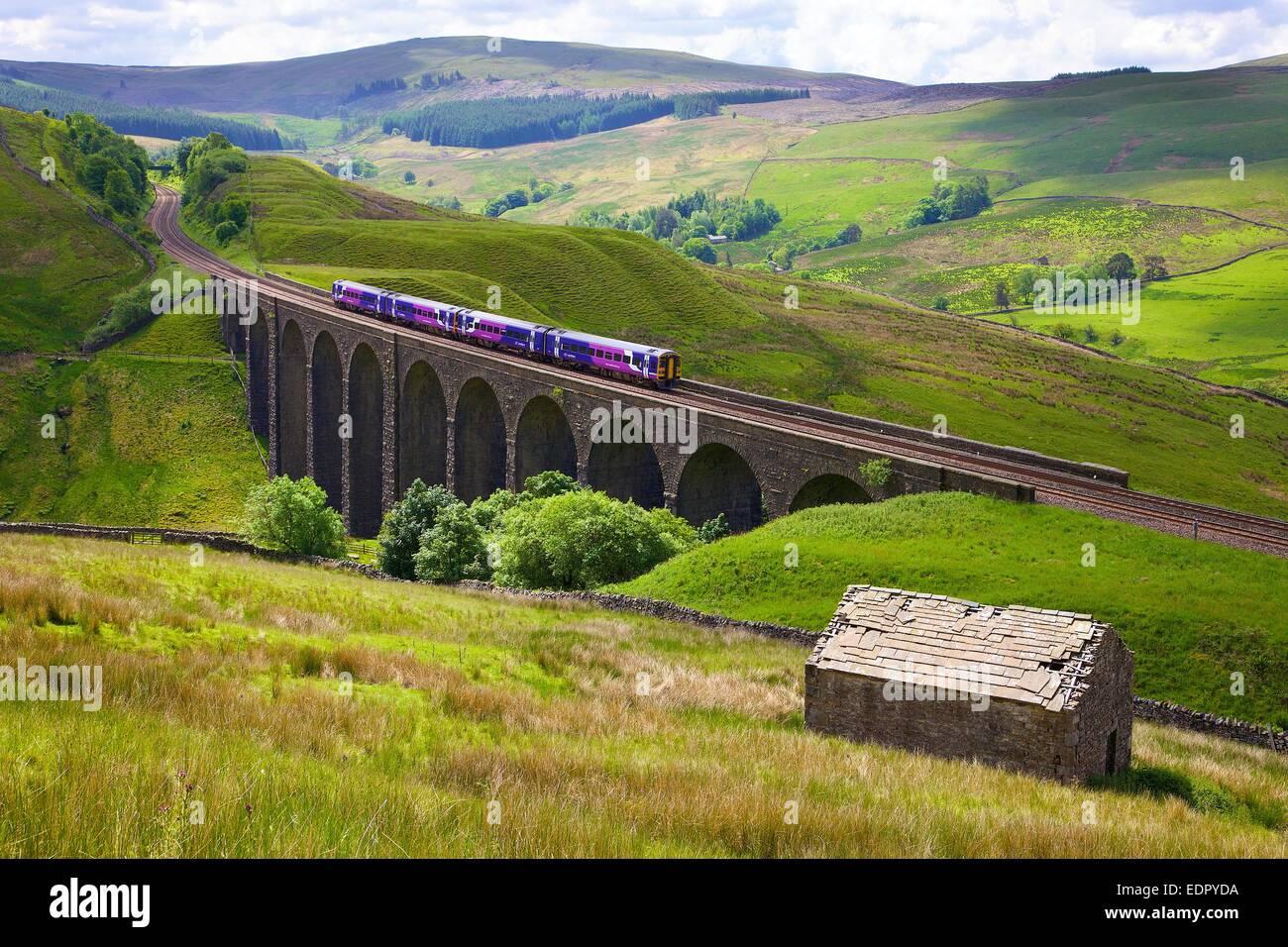 Northern Rail Sprinter. Arten Gill Viaduct, Dent, Cumbria, Yorkshire Dales National Park, England, UK. - Stock Image