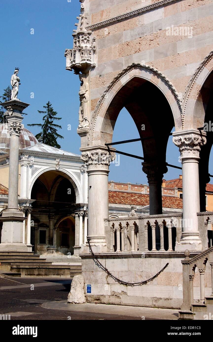 UDINE, ITALY: 1457 Loggia dei Lionello (right) and a portion of the 16th century Loggi di Giovanni in the Piazza - Stock Image