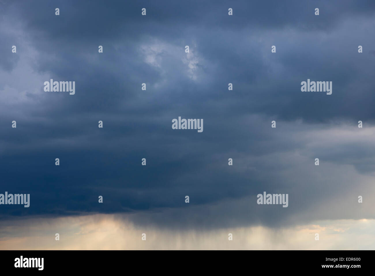 Dark stormy leaden sky with rain cloud forecasts inclement bad weather in Oxfordshire, United Kingdom - Stock Image