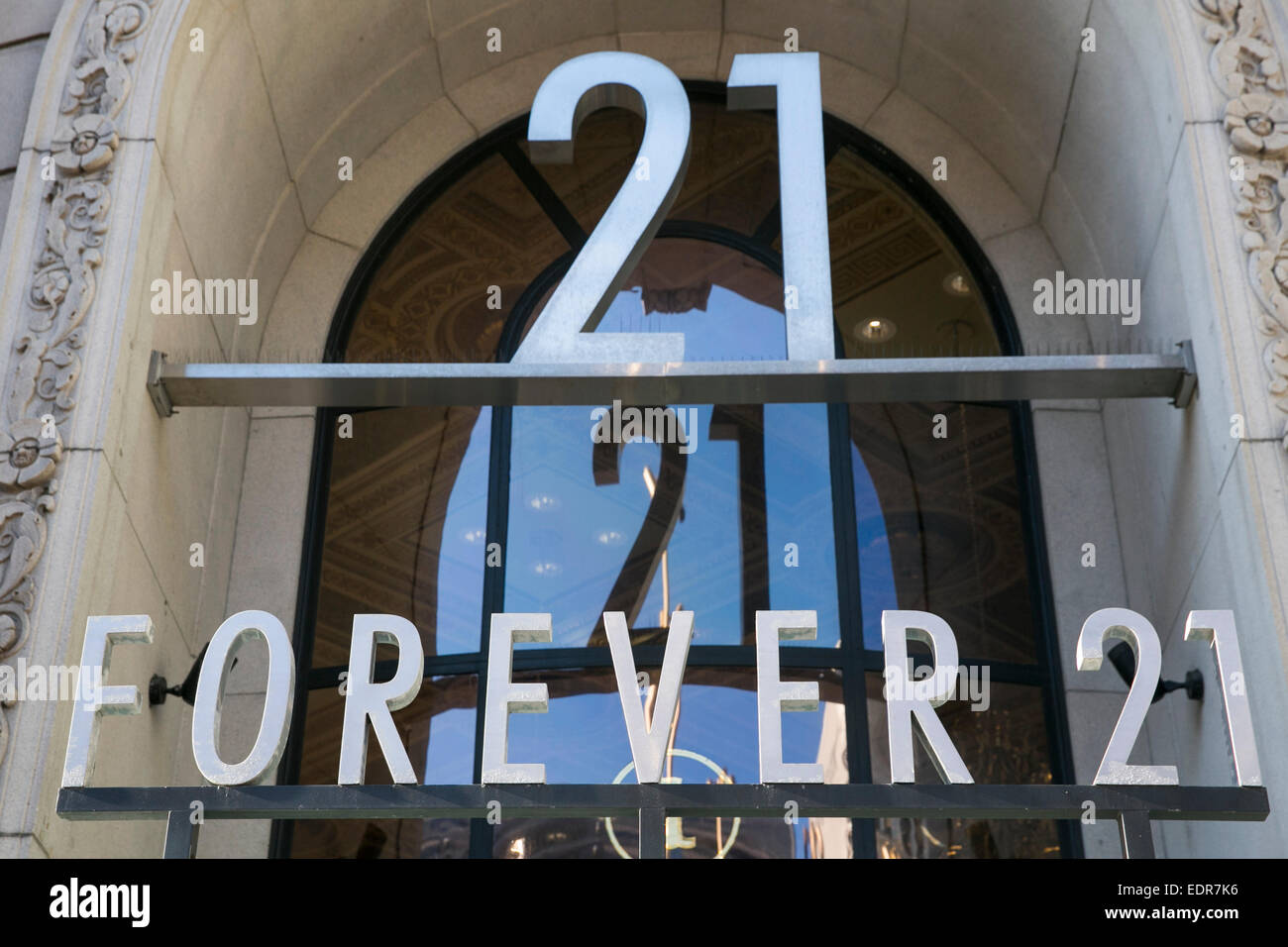 A Forever 21 clothing retail store in downtown San Francisco, California. - Stock Image