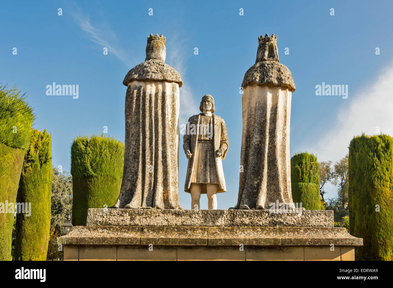 CORDOBA THE GARDEN OF THE ALCAZAR OF THE CHRISTIAN KINGS STATUE OF COLUMBUS AND THE CATHOLIC KINGS - Stock Image