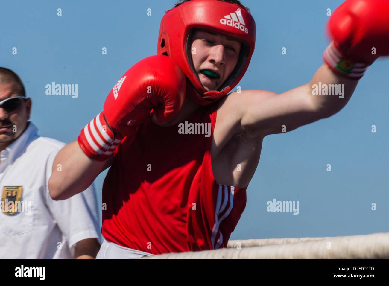 junior-amateur-boxen-mama-beugte-sich-nackt-vor