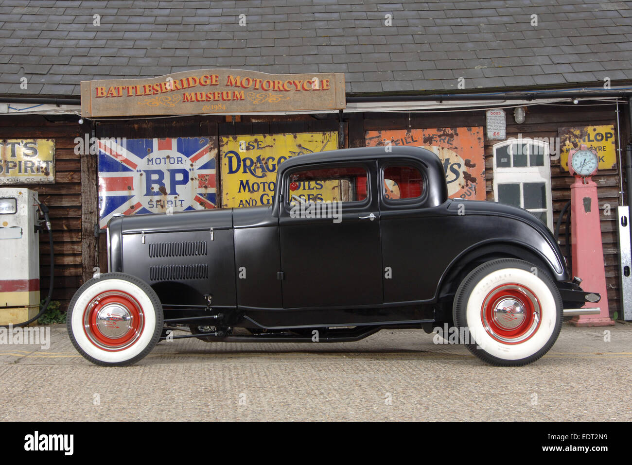 1930s Ford deuce traditional hotrod Stock Photo: 77361013 - Alamy