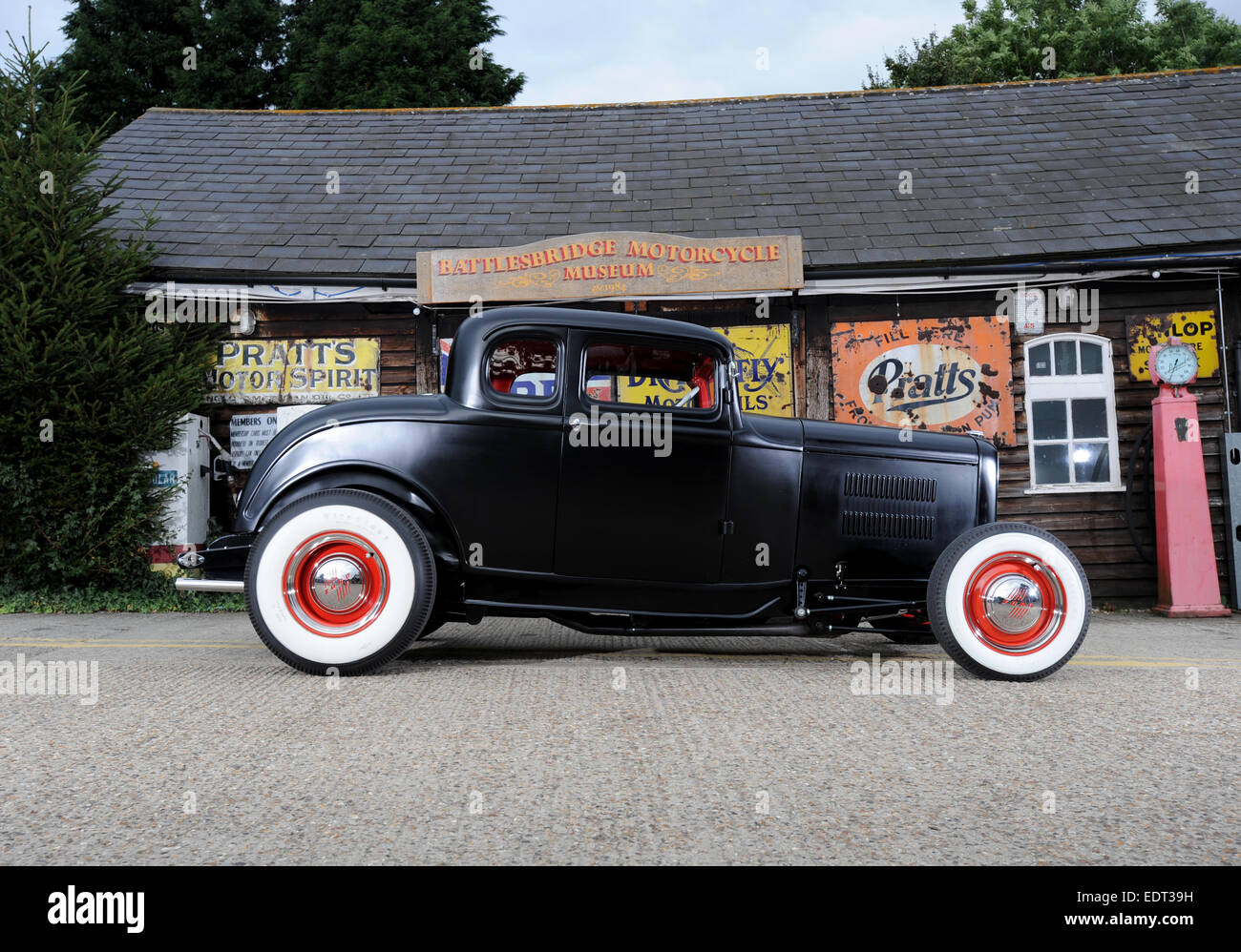1930s Ford deuce traditional hotrod Stock Photo: 77361469 - Alamy