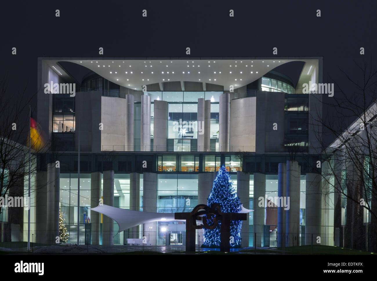 Weihnachtsbaum vor dem Neuen Bundeskanzleramt, Berlin, Deutschland ,Christmas tree in front of the new German Chancellery, Stock Photo