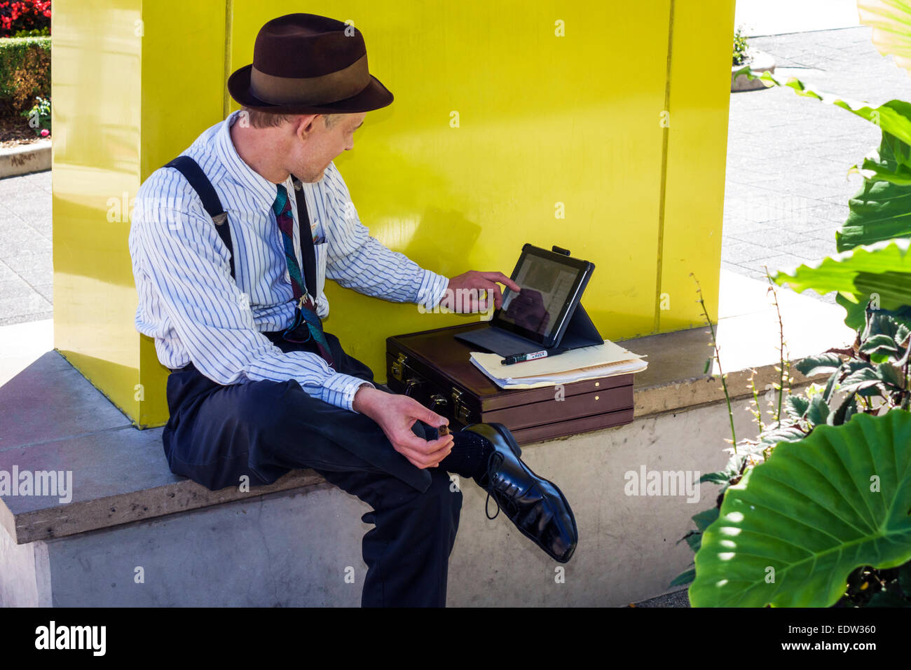 Chicago Illinois North River Clark Street man gangster mobster outfit guide using tablet iPad - Stock Image