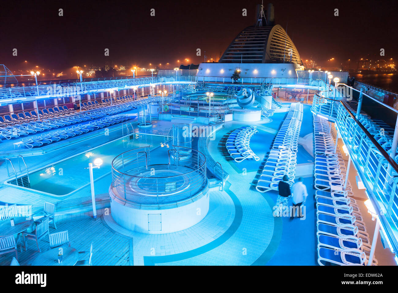 P Amp O Oceana Pool Deck Lite Up At Night With Coloured