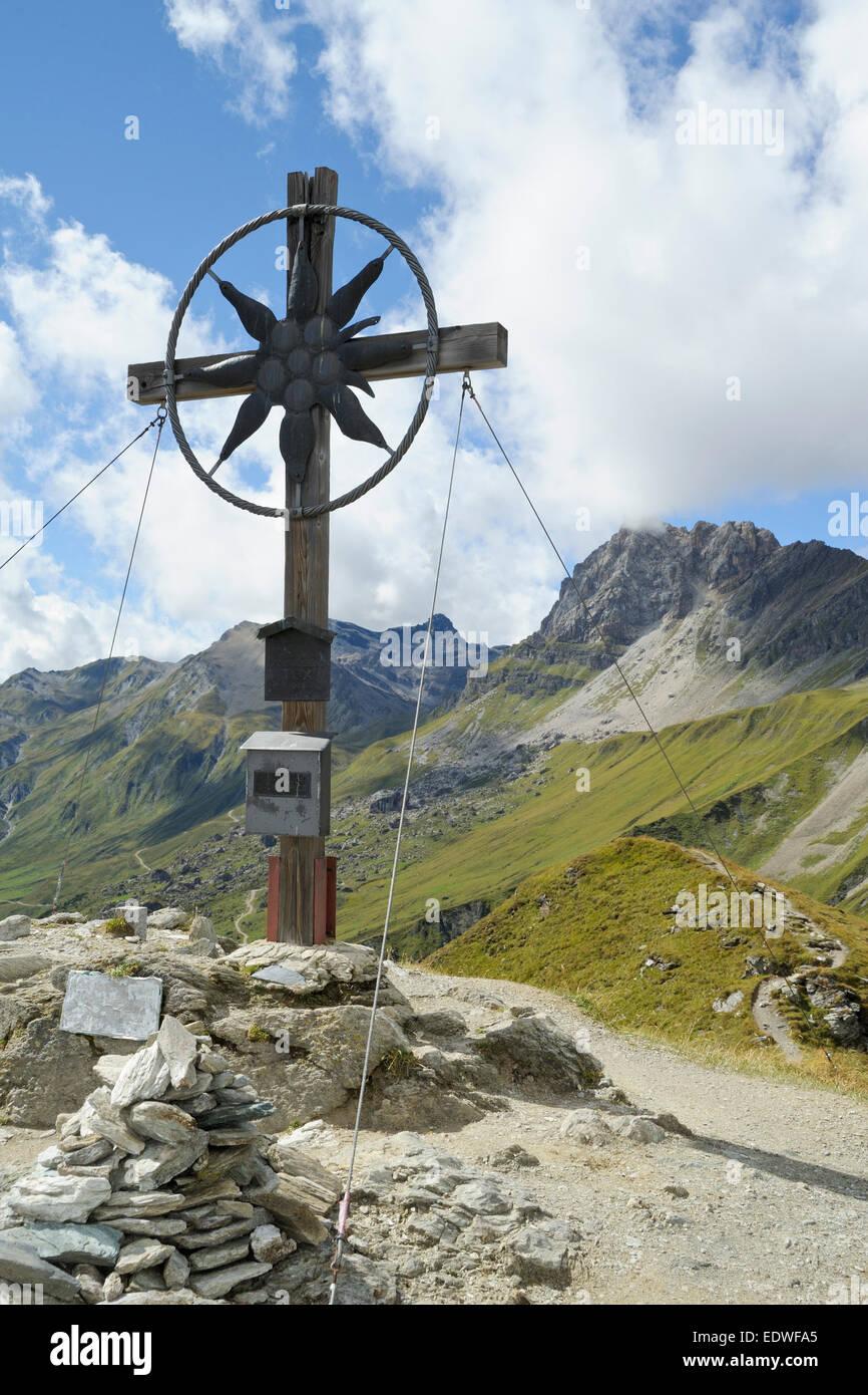 Summit cross at Grueblspitze, Tux alps, Tyrol, Austria - Stock Image