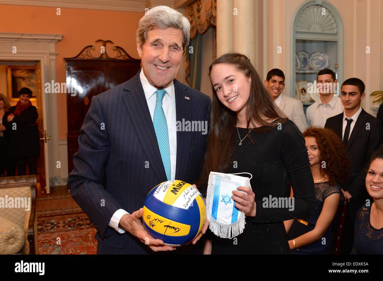 U S Secretary Of State John Kerry Meets With A Group Of Israeli Teen Stock Photo Alamy