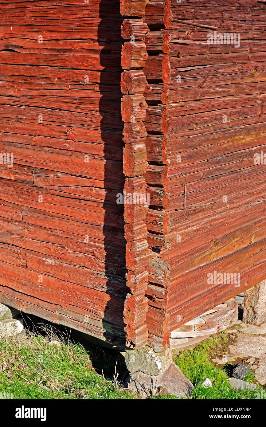 Swedish ' Dubbelhaksknut'  X-joint corner of an old wooden house from mid 18 century. - Stock Image