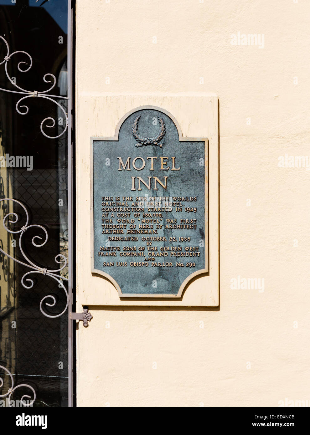 Plaque outside the derelict  Motel Inn, formerly Milestone Mo-Tel, world's first motel opened in 1925, San Luis - Stock Image