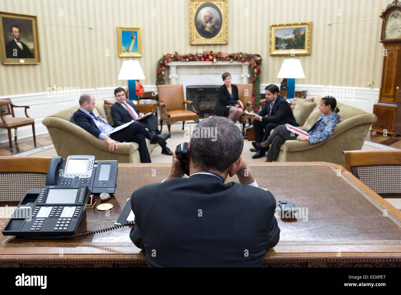 President Barack Obama talks with President Raúl Castro of Cuba from the Oval Office, Dec. 16, 2014. - Stock Image