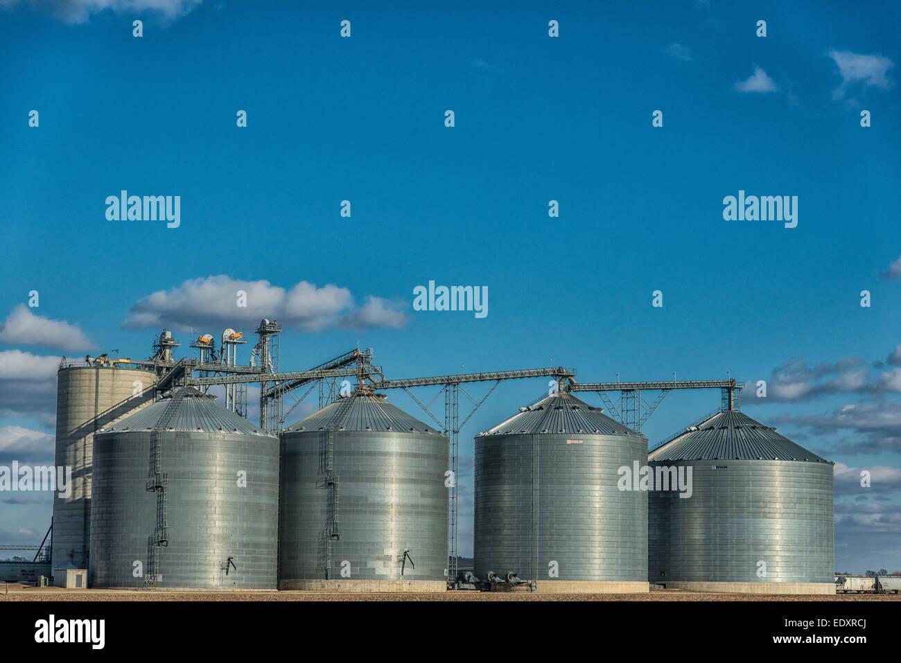 Grain storage bins in central Illinois farm region. - Stock Image