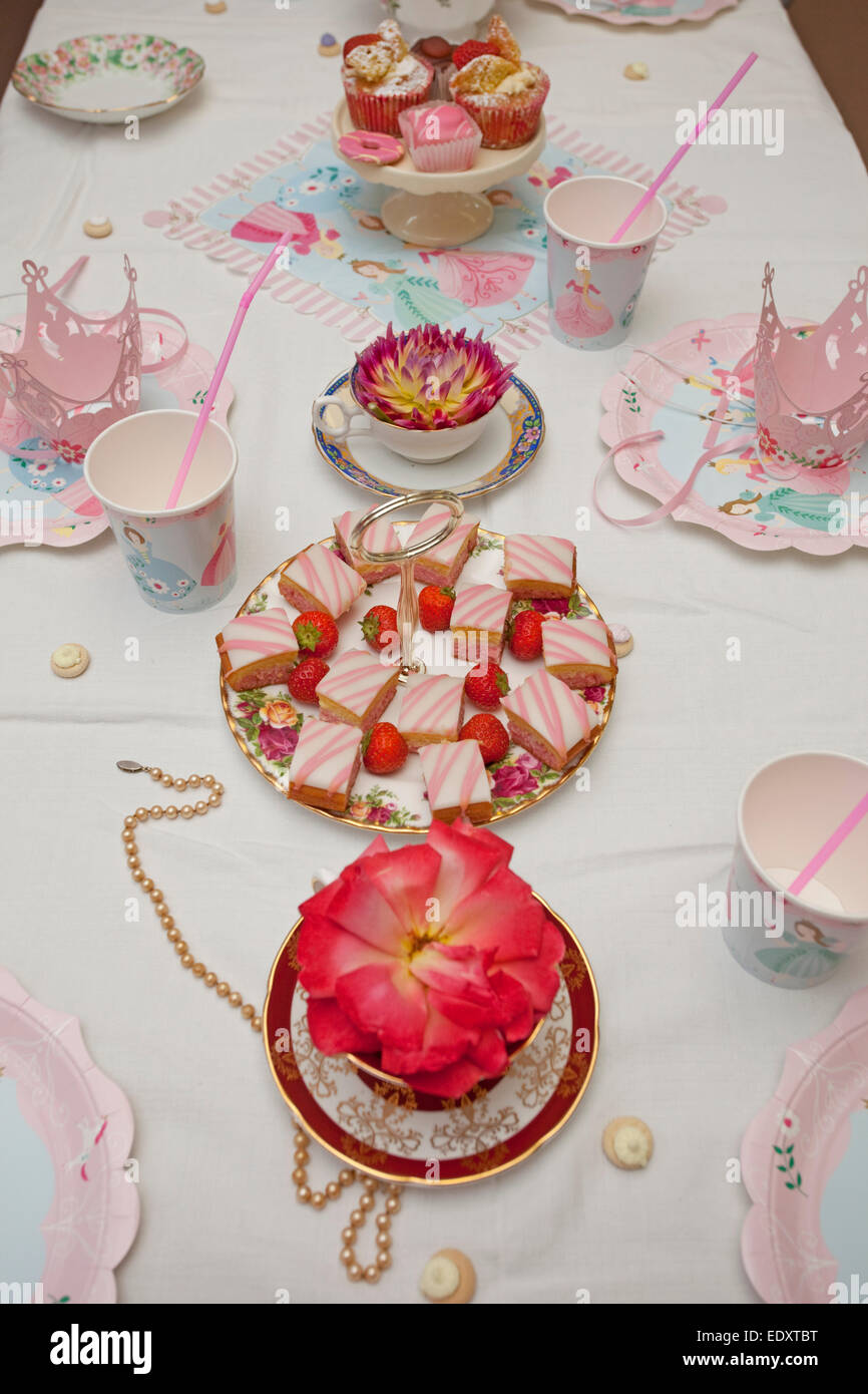 table setting for princess birthday party & table setting for princess birthday party Stock Photo: 77421900 - Alamy