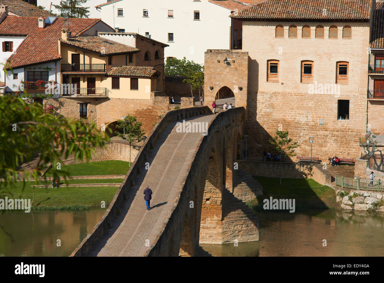 Road to Santiago, Puente la Reina, Gares, Medieval bridge, Arga River, Way of St James, Navarre, Spain, Europe. - Stock Image