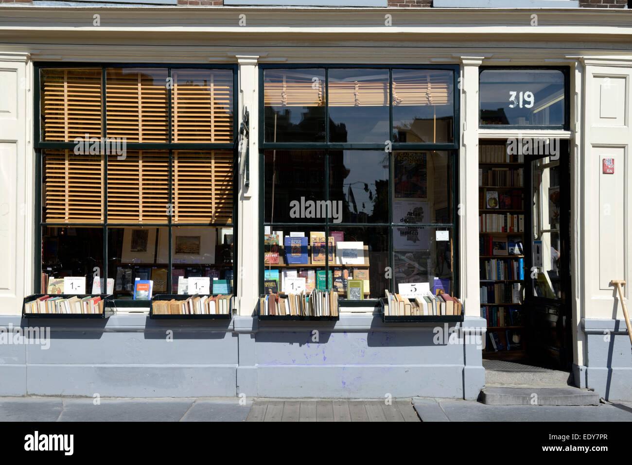 Canalside bookshop, Singel, Amsterdam, North Holland, Netherlands, Europe - Stock Image